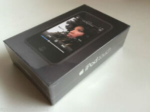 iPod Touch 1st Generation 8 Gb in Macy Grey (rare) box