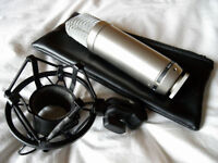 Rode NT1-A Condenser Microphone for vocals and acoustic guitars (ideal for home studios)
