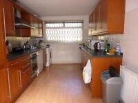 3 bedroom flat in Aberdare Gardens, South Hamstead, NW6