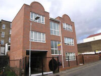 Fabulous top floor 1 bed in quiet gated block located to the rear of Kingsland High St.