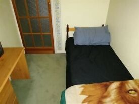 Single room to Rent in Shared House in Rose Avenue, Morden SM4.