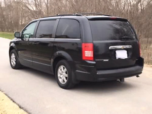 2008 town and country mini van