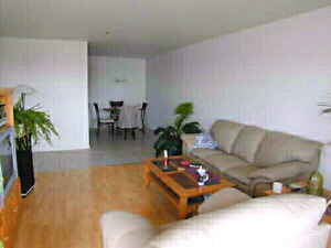 Chambre a louer/master bedroom to rent Brossard ( fumeur-smoker)