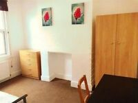 Beautiful bright & airy good sized double room suitable for professionals or students in Plumstead