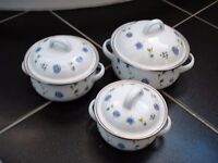 Brand New-Set of 3 vintage suacepans