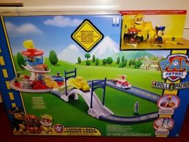 Paw Patrol launch and roll lookout tower playset & pups - no ryder