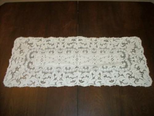 VINTAGE QUAKER LACE RARE RUNNER IVORY ORNATE COTTAGE CHIC SHABBY
