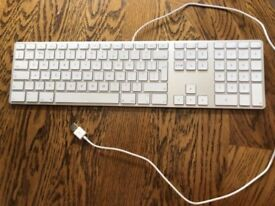 Apple wired Keyboard with Numeric Keyboard (Great Condition, highly sort after)