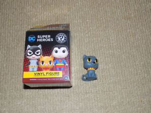 FUNKO, ISIS, CATWOMAN'S CAT MYSTERY MINIS HOT TOPIC 1/24, DC