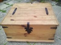 SOLID WAXED PINE LOCKABLE ANTIQUE STYLE DOUBLE TRUNK CHEST CLUTTER STORAGE LINENS TOYS COFFEE TABLE