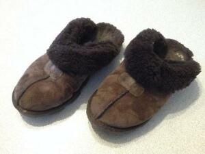 634fc6b44a Womens UGG Slippers Size 9