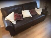 CHOCOLATE BROWN THREE SEATER LEATHER SOFA IN EXCELLENT CONDITION FREE LOCAL LU4 DELIVERY 07486933766