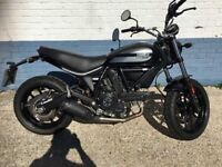 Ducati Scrambler Sixty2 ex-demo as new in black (rare) A2 eligible ABS retro warranty