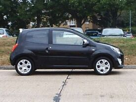 Cute little run around - easy to park, cheap to service, taxed, MOT pass, valeted, under warranty.