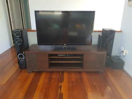 Entertainment unit, 4 drawers in good condition