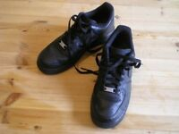NIKE AIR WOMENS BLACK LEATHER TRAINER SIZE 40