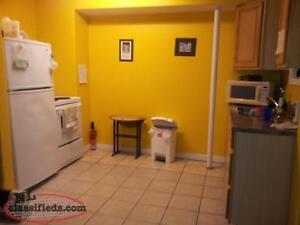 Spacious Apt CENTER City Includes Fibre Op and Heat & Hot water