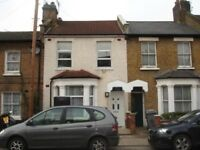 *** A WELL PRESENTED 5 BEDROOM HOUSE AVAILABLE NOW, SITUATED IN DOLLIS HILL - £2500 PCM ***