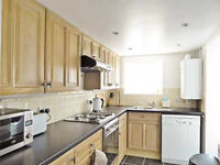 Holiday house only minutes from Brighton station with 3 bedrooms and parking close to all amenities