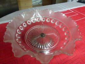VINTAGE DECORATIVE GLASS BON BON DISH / SWEET DISH WITH METAL STAND