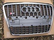 Audi S8 Grill