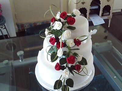 WEDDING CAKE SUGAR 18 TRAILING ROSES IN IVORY/DARK RED OTHER COLOURS AVAILABLE,