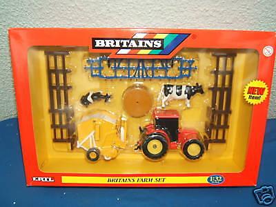 BRITAINS MODEL No.42327 FARM SET MIB