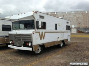 RECHERCHE/LOOKING FOR: winnebago brave/indian/chieftain 1978&-