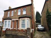 Kingsize room to rent (All Bills inclusive) in Feltham, 3 Mins walk from station, 2 rooms available