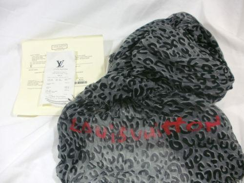 e6cfdea876d46 Louis Vuitton Leopard Scarf