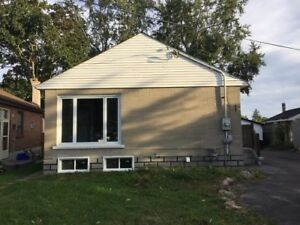 Stunning 3 BR Upper level close to the Lake!