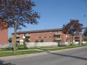 one bedroom apt heat included huron street at oakville ave