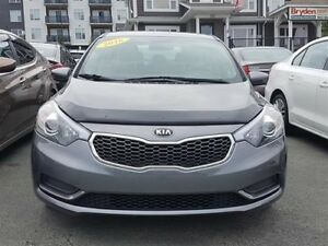 2016 Kia Forte LX / 1.8L I4 / Auto / 6 spd / FWD **Nearly New**