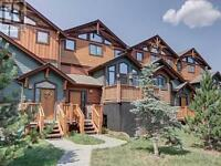 Canmore Downtown Townhouse with Double Garage