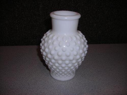 Milk Glass Hobnail Bud Vase Ebay