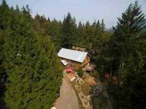 Bowen Island House for sale: 4 bedroom 2,577 sq.ft.