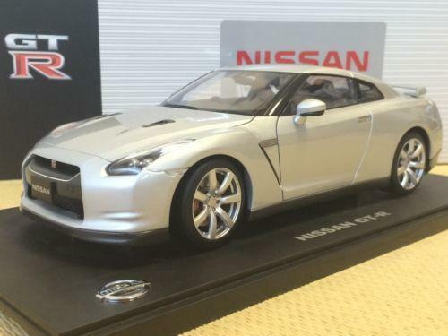 nissan gtr r35 ebay. Black Bedroom Furniture Sets. Home Design Ideas