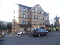 2 bedroom 1st floor flat in leith freshly decorated with private car parking space