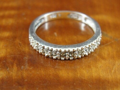 AVON Cubic Zirconia Stones Band Sterling Silver 925 Ring Size 7