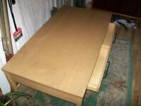 pine table with 4 weels in very good condition