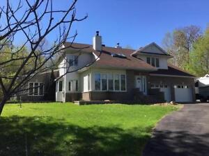 Beautiful cozy custom hold in Vaudreuil (Hudson exit)
