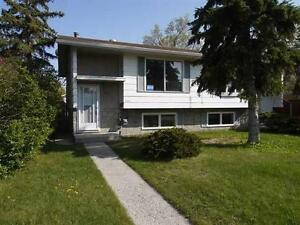 Great Home in Bowness: close to Downtown, Parks, and Schools