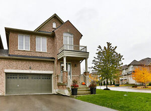 11 Lewis Honey Dr - Aurora - Stunning 3 Bed in Bayview Meadows