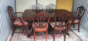Exquisite Antique 7pc Dining Table, by Bernhardt, refinished