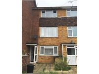 ★ SCOTT AVENUE, RAINHAM: 2 BEDROOM FLAT★