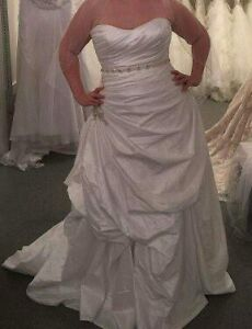Size 18 Maggie Soterro wedding dress