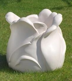 TULIP SHAPE GARDEN PLANTER / POT DECORATIVE ORNAMENT (CAN BE PAINTED IN ANY COLOUR)