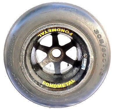 Wie wäre es mit einem Original Formel-1-Reifen?