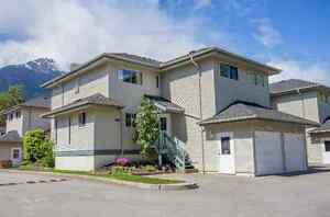 3 Bedroom Townhouse for Rent (Brackendale)