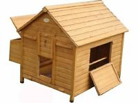Wooden chicken house with a varnish coat. Egg Shell make. Can hold up to 12 chickens.